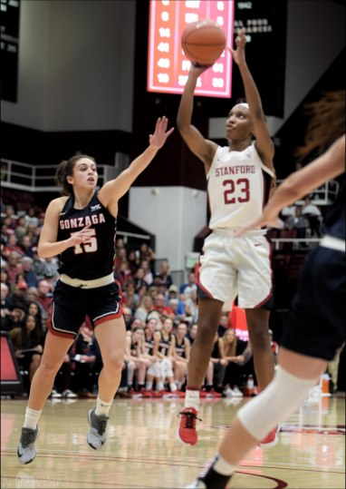 Nov. 17, 2019 (Stanford, Calif.) - Stanford's Kiana Williams and Gonzaga's Jessie Loera. Photo: Baranduin Briggs, all rights reserved.