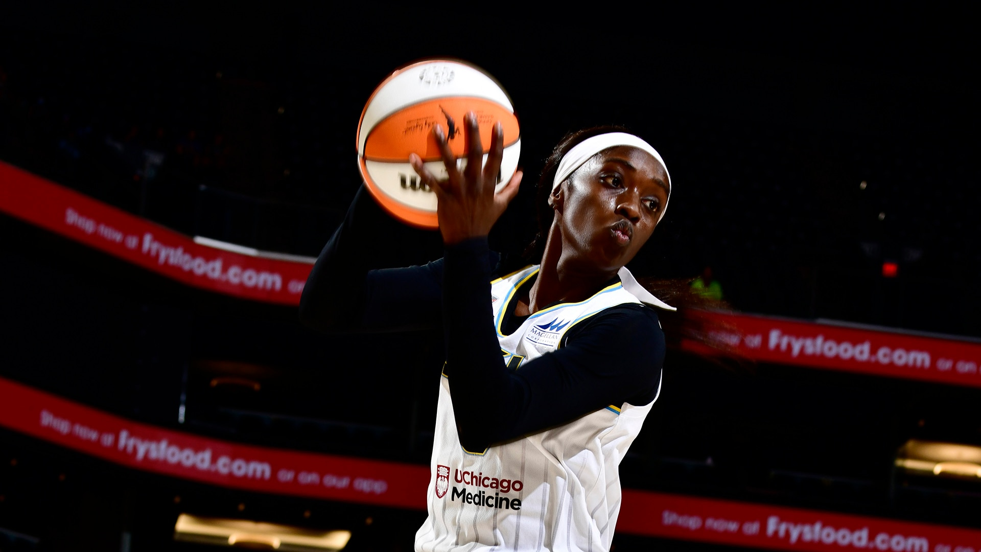 Six players in double figures lead Chicago Sky to a Finals Game 1 win over Phoenix Mercury,  91-77
