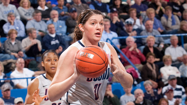 Stefanie Dolson earns place in Husky history in Connecticut's 114-68 victory over Oregon