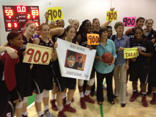 Tara VanDerveer and her team celebrate her 900 wins. Photo: Stanford Athletics.