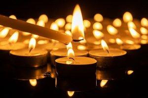 Kerzen werden entzündet - wie aus tiefen Tiefen Wunder werden