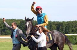 Akribie mit Adrie de Vries und Frank Dorff nach dem Sieg im Diana-Trial
