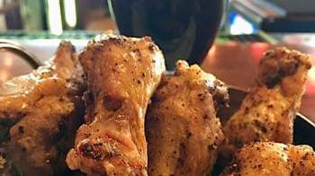 Food-App-Wings with 10 oz dark beer