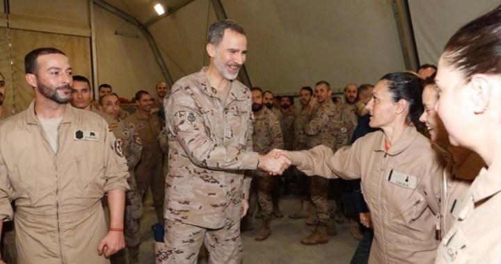 Felipe VI visita por sorpresa a las tropas españolas en Irak el día de su 51 cumpleaños