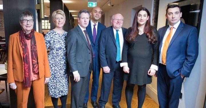 Siete diputados laboristas abandonan el partido por discrepancias con Jeremy Corbyn