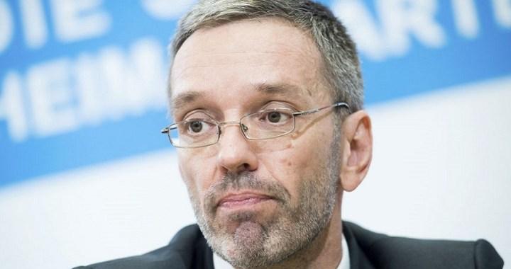 Renuncian todos los ministros de extrema derecha austriacos