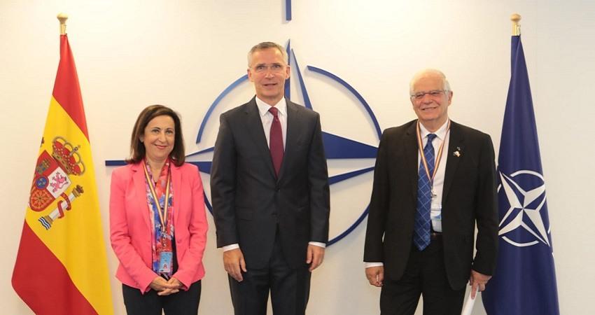 Borrel se reune con el secretario general de la OTAN