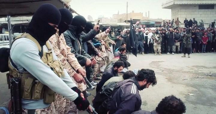 """Tres meses después de la caída de su """"califato"""", Daesh continúa con su represión en Siria"""