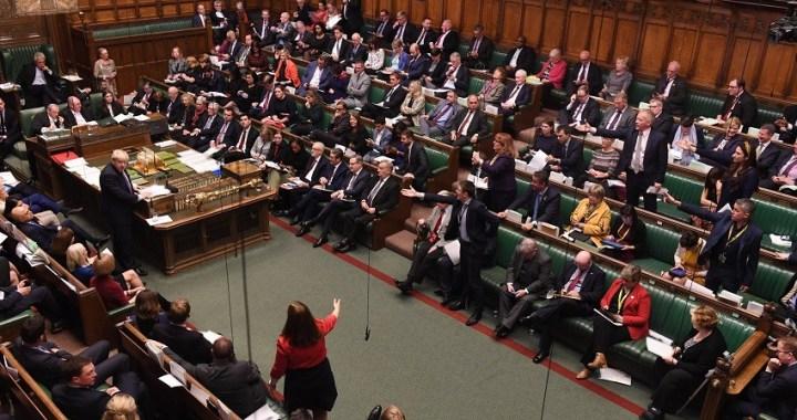 El Parlamento del Reino Unido vota en favor de elecciones anticipadas el 12 de diciembre
