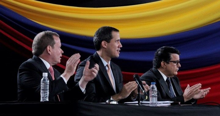Guaidó abandona Venezuela clandestinamente y asistirá a Davos
