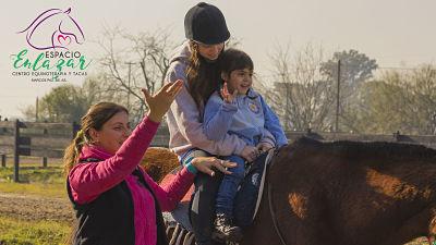 """Equinoterapia: """"Los caballos se conectan con nuestros pensamientos y sentimientos, curan"""""""