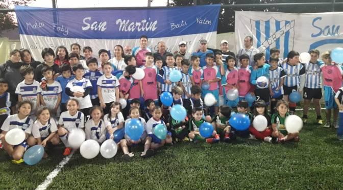 Estampan el nombre de Norberto  Briasco en la cancha del Club San  Martín, lugar donde el actual jugador de Huracán dio sus primeros pasos