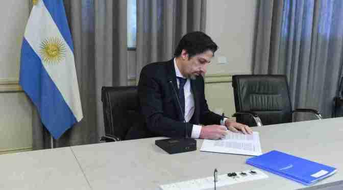 Curutchet firmó un convenio con Educación para la entrega de netbooks a estudiantes