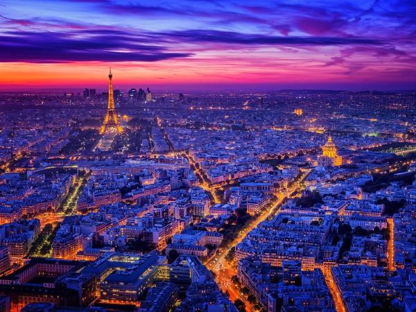 Torre Eiffel ao por do sol.