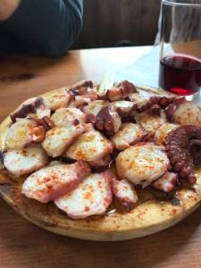 El Camino de Santiago y su Gastronomía. Pulpo a la gallega donde A Cantina Pulperia Luís