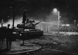 face à face etudiants armée 1973.png