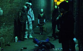 Houses-of-terror-szenenbild_alley shot