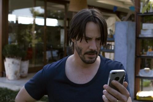 ©SquareOne/Universum Evan (Keanu Reeves) versucht beim Telefonat mit seiner Frau die Ereignisse der letzten Nacht zu vertuschen.