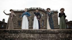 ©SquareOne/Universum Die fünf Bennet-Schwestern: Lydia (Ellie Bamber), Jane (Bella Heathcote), Elizabeth (Lily James), Mary (Millie Brady) und Kitty (Suki Waterhouse).