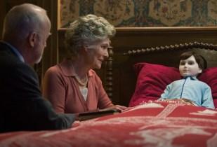 Mr. und Mrs. Heelshire (Jim Norton, Diana Hardcastle) behandeln Brahms wie ihren Sohn. © capelight pictures