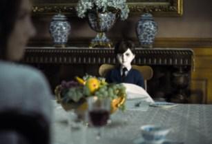 "Greta (Lauren Cohan) befolgt Regel Nr. 9: ""Vergiss nie ihn zu füttern"". © capelight pictures"