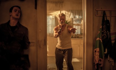 Dylan Minnette und Stephen Lang in Sony Pictures' DON'T BREATHE © 2016 Sony Pictures Releasing GmbH