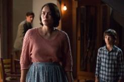 Courtney Collins (Shannyn Sossamon) macht sich Sorgen um ihren Sohn Zack, während sie mit Dylan (Robert Sloan) und So & So (James Ransone) auf ihn wartet. © Wild Bunch Germany