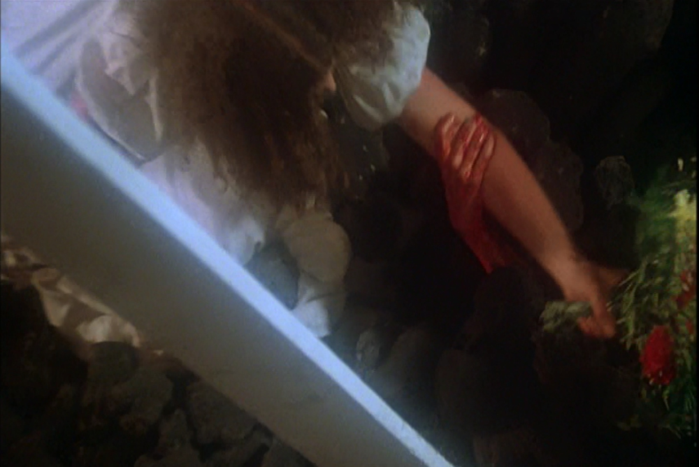 3. Carrie, ending, hand2