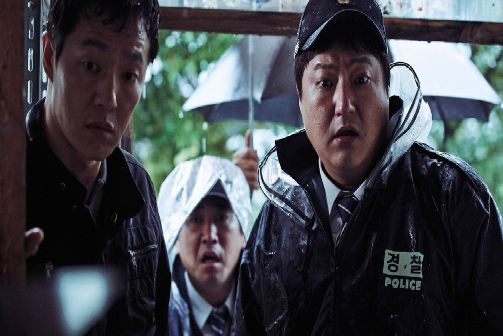 3-the-wailing-jong-goo-at-crime-scene-close-up