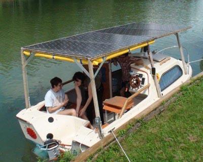 bat 39 sol 39 un bateau lectrique propuls par un torqeedo cruisehors bord. Black Bedroom Furniture Sets. Home Design Ideas