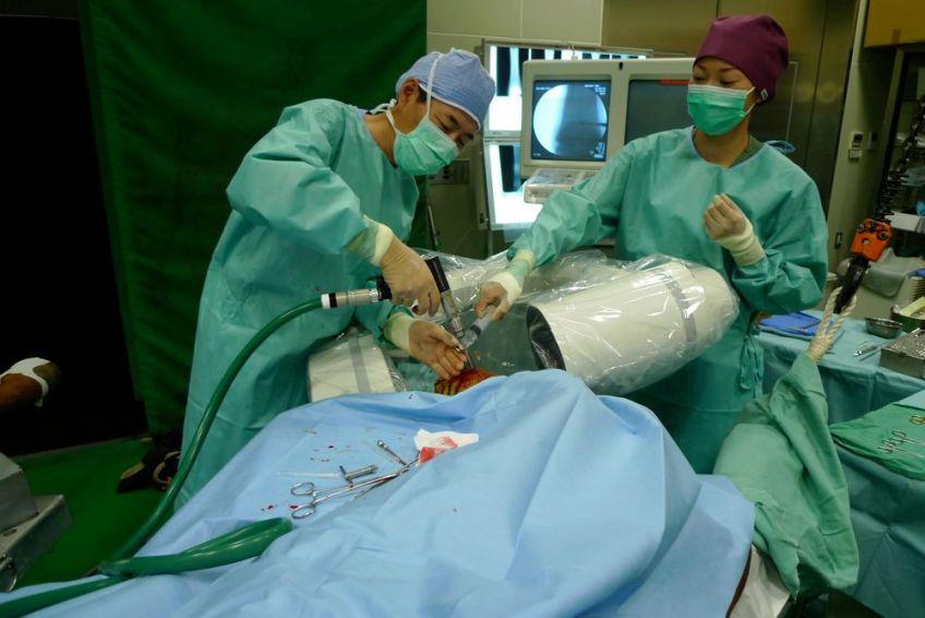 馬の螺子固定手術