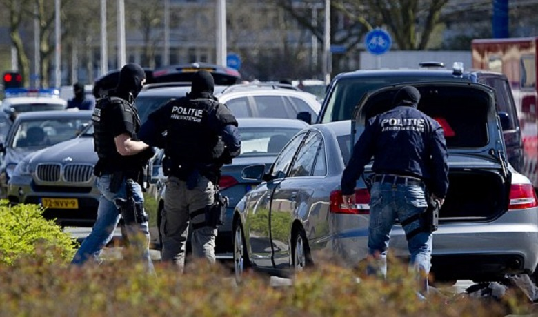 20130920-polizia_olandese-780x460