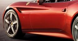 """Il profilo della fiancata """"cita"""" la Ferrari 250 Testarossa"""