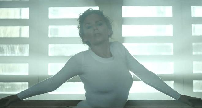 20140320-Kylie-Minogue-sexercize-660x352