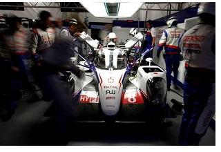 La Toyota TS040 #8 di Sébastien Buemi, miglior tempo nel warm-up di questa mattina, partita al comando della gara