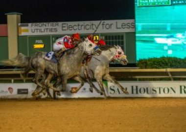 Quick Sand AA and Easter Man in photo finish