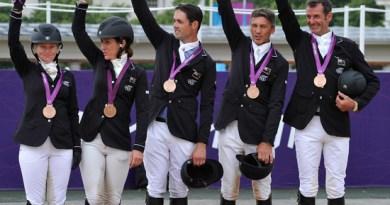 New Zealand's bronze medal team, from left, Jonelle Richards, Caroline Powell, Jonathan Paget, Andrew Nicholson, and Mark Todd.