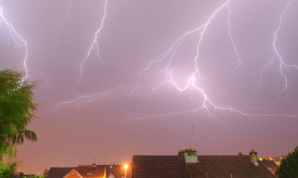 Horse events should be suspended while thunderstorms pass. Photo: Thomas Bresson [CC BY 3.0 (http://creativecommons.org/licenses/by/3.0)], via Wikimedia Commons