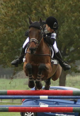 Amanda Pottinger and Just Kidding in the final jumping phase at Taupo.