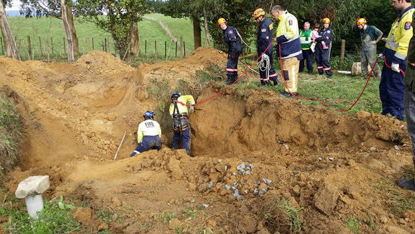 A huge amount of soil was moved to allow the rescue of the eight-year-old thoroughbred gelding. Photos: Massey University Veterinary Emergency Response Team