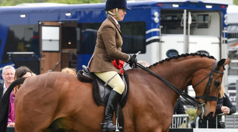 The Queen's Barber's Shop and Katie Hunnable-Jerram won the Retraining of Racehorses National Hunt class at Windsor.