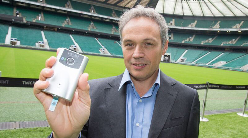 University of Birmingham Professor Tony Belli with the prototype of the hand-held device to test for concussion.