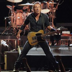 Springsteen on the Magic Tour stop at Veterans Memorial Arena, Jacksonville, Florida, in 2008. © By Craig ONeal - The Boss~Live!, CC BY-SA 2.0, Link