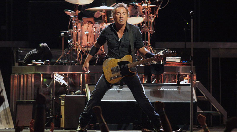 """Springsteen on theMagic Tourstop atVeterans Memorial Arena,Jacksonville, Florida, in 2008.© By <a rel=""""nofollow"""" class=""""external text"""" href=""""https://www.flickr.com/people/36703550@N00"""">Craig ONeal</a> - <a rel=""""nofollow"""" class=""""external text"""" href=""""https://www.flickr.com/photos/36703550@N00/2767955641/"""">The Boss~Live!</a>, <a href=""""https://creativecommons.org/licenses/by-sa/2.0"""" title=""""Creative Commons Attribution-Share Alike 2.0"""">CC BY-SA 2.0</a>, <a href=""""https://commons.wikimedia.org/w/index.php?curid=4994575"""">Link</a>"""