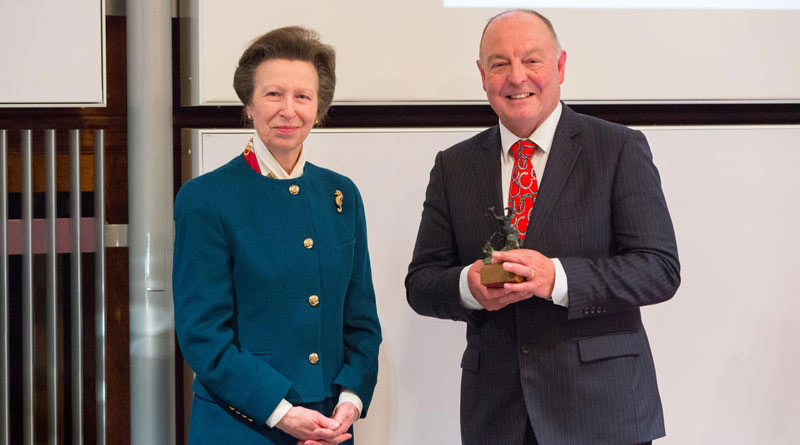Dr Simon Curtis receiving the Sir Colin Spedding Award, presented by HRH The Princess Royal, President of the National Equine Forum.