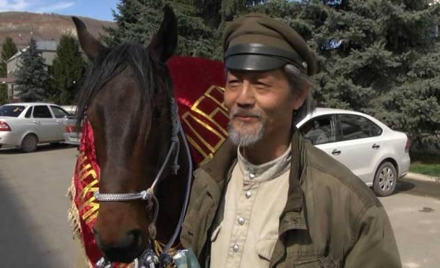 Jing Li is making his third journey mounted on a Karachay stallion donated by Khasan Kilichbievich Salpagarov, a distinguished breeder.
