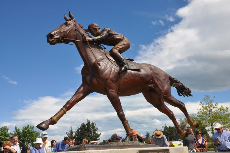 The life-sized bronze statue of Phar Lap was unveiled near his birthplace in Timaru, New Zealand, in November, 2009.