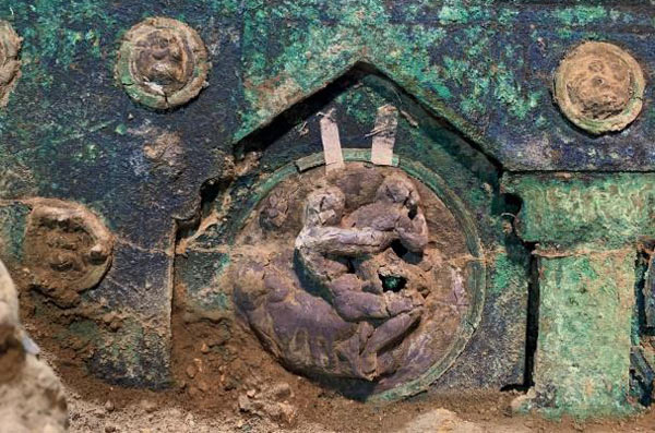 In the lower section of the carriage there is a small female herm in bronze with a crown.
