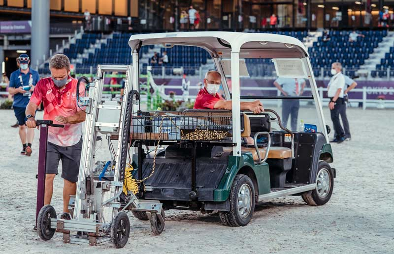German equestrian footing expert Oliver Hoberg is in charge of the arena surfaces at Tokyo 2020. The FEI's Professor Lars Roepstorff keeps a close eye on the conditions.