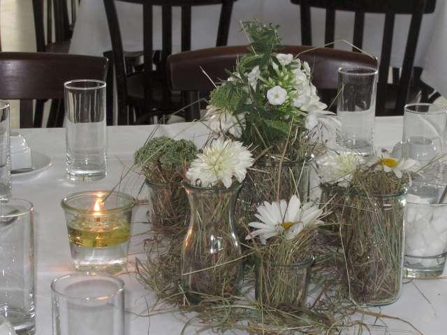 Tischdekoration Blumen und Heu  HortulusUphoff